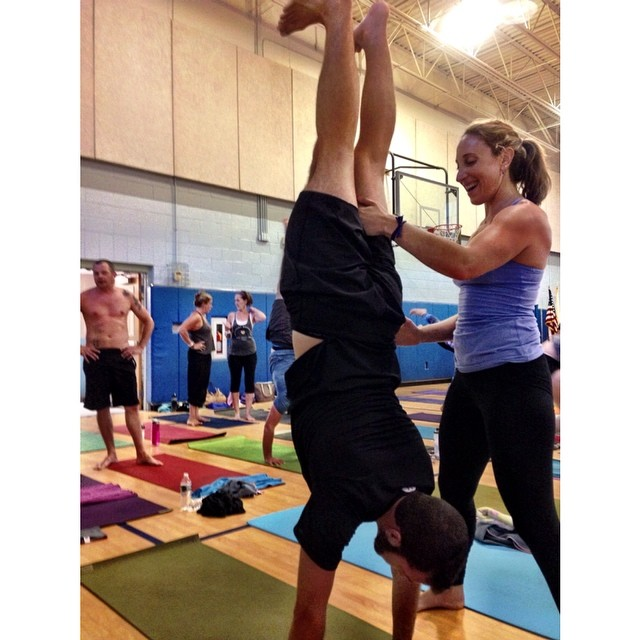 Handstands 101 workshop tonight with @yoga_girl. Featuring Liza's hand in ma nether regions