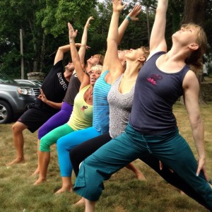 Warming up on the lawn before our next Sean Corne workshop with #ParsvaVira #letushinethru PS: please note @yogadebbie's face.